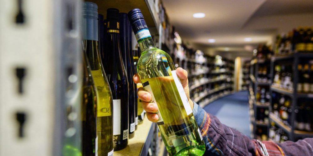Wine Bottle - Berliner Wine Trophy backstage - International Wine Challenge - Wine Tasting